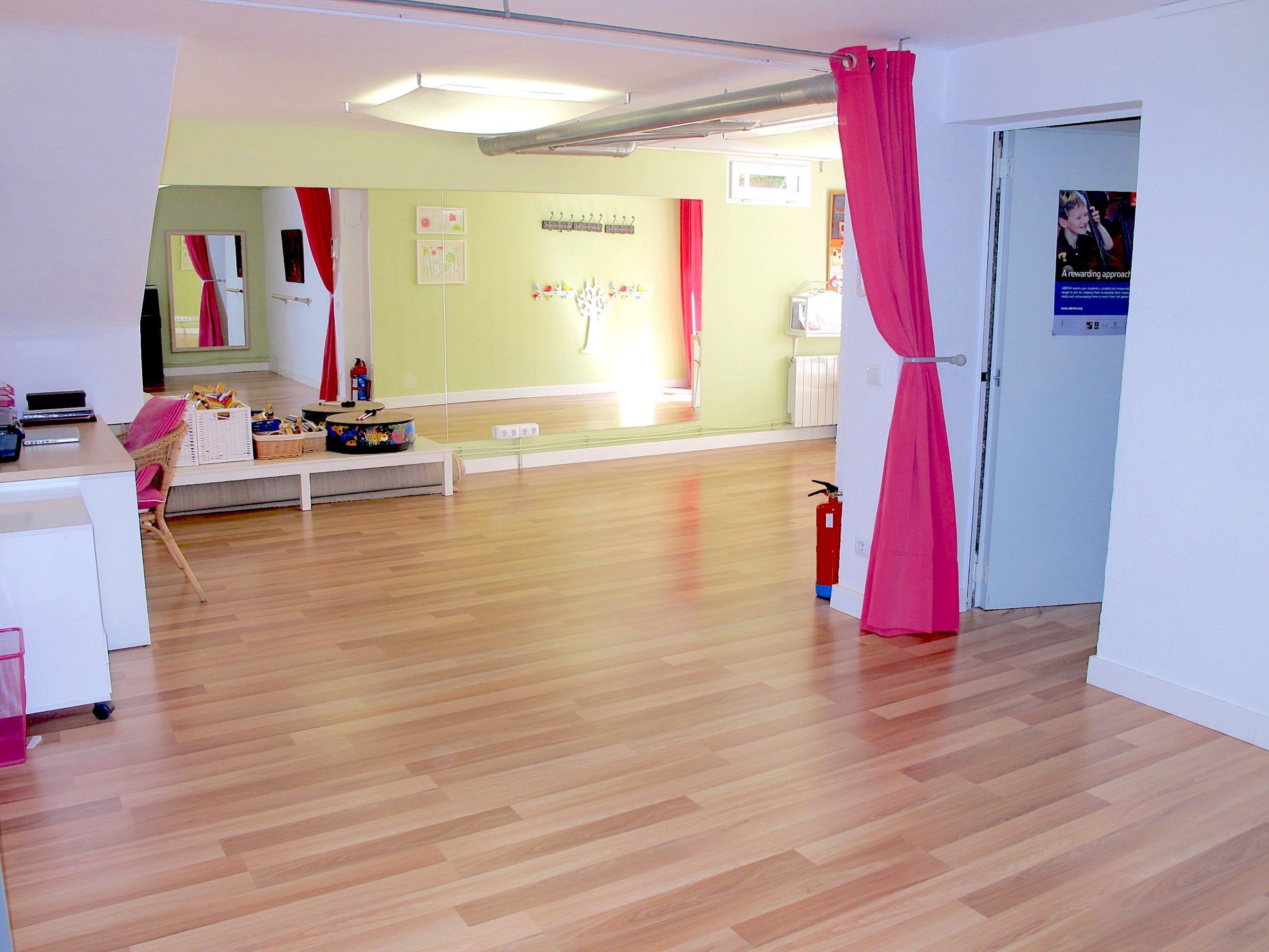 2. Aula 1 completa sin alfombra